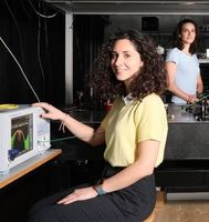 Messgerät-Entwickler der EPFL in ihrem Labor.