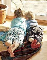 Lesende Kinder: Auch in Büchern weniger Naturkontakt. Bild: pixelio.de/Magicpen