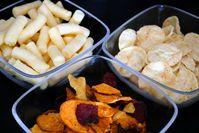 """Auch fett, salzig und kalorienreich: Nährwert-Check der Verbraucherzentrale NRW zu Gemüse-, Hülsenfrucht- und aufgepufften Chips.  Bild: """"obs/Verbraucherzentrale Nordrhein-Westfalen e.V./Verbraucherzentrale NRW"""""""