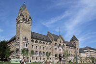 Ehemaliges preußisches Regierungsgebäude in den Rheinanlagen von Koblenz, Sitz der Leitung des BAAINBw