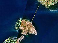 Satellitenbild mit Fährroute der Vogelfluglinie über den Fehmarnbelt.