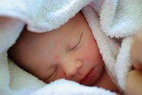 Baby: junges Herz regeneriert sich noch. Bild: pixelio.de, Christian v.R.