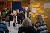 """Diskussionsrunde einer Bürgerkonferenz zum Dialogforum Freihandel. Bild: """"obs/IFOK GmbH/André Wagenzik"""""""