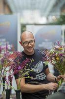 "Marcel Schulz, Deutscher Meister der Floristen 2014. Bild: ""obs/Fleurop AG/Holger Peters"""