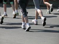 Laufen: bald mit Sicherheitslampe am Bein möglich. Bild: pixelio.de/Klicker