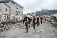 Eintreffen eines US-amerikanischen USAR-Teams in dem vom Tsunami verwüsteten Ort Ōfunato in der Präfektur Iwate auf Honshū