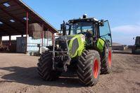 Im Praxistest: Das internationale Projektteam rüstet landwirtschaftliche Fahrzeuge mit Sensoren aus, die ihre Umgebung wahnehmen und Hindernisse erkennen. Quelle: © Fraunhofer (idw)