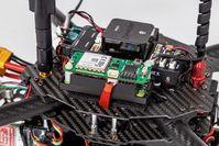 Drohne mit neuem Modul für Sprachkanal-Steuerung.