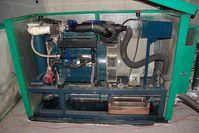 Ein Blockheizkraftwerk (BHKW), welches mit kaltgepresstem Rapsöl betrieben wird. Bild: wikipedia.org