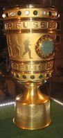 Die überarbeitete DFB-Pokal-Trophäe seit 1992