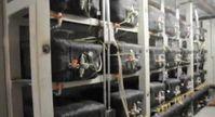 """Mehrere E-Cat Reaktoren einer 1 MW Anlage. Bild: Screenshot aus dem Youtube Video """"Here's Rossi's one megawatt [cold fusion] plant """""""