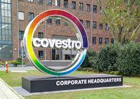 Das Logo vor der Konzernzentrale in Leverkusen