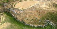 Der Himalaya sind die weiß erscheinenden Ketten am Südsaum des tibetischen Hochlandes (zusammengesetzte Satellitenbilder) Bild: NASA