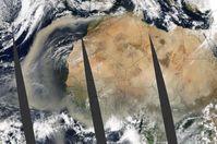 Kippelement Bodélé-Senke: Dieser riesige Staubsturm wurde in mehreren Überflügen des Gebiets vom Nasa-Satelliten Aqua aufgenommen. Bild: Jacques Descloitres, MODIS Rapid Response Team, NASA-Goddard Space Flight Center