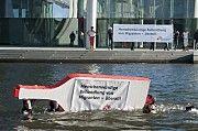 """Aktion: """"Willkommen in Europa - EU-Flüchtlingspolitik gefährdet Menschenleben"""" Bild: ÄRZTE OHNE GRENZEN"""