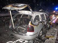 Der Skoda brannte komplett aus. Bild: Polizei Bremerhaven