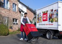 Picnic liefert ab sofort in Deutschland aus. Der Online-Supermarkt will mit günstigsten Preisen, Gratislieferung, 20-minütigem Lieferfenster und eigens entwickelter Elektro-Van-Flotte den Lebensmittel-Einzelhandel revolutionieren. W