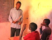 Lehrer mit Mikrationshintergrund (Symbolbild)