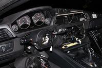 BMW Innenraum mit ausgebautem Airbag Bild: Polizei