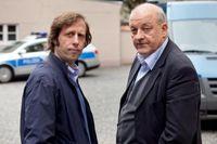 "Wilsberg (Leonard Lansink, re.)Ekki (Oliver Korittke) Bild: ""obs/ZDF/ZDF/Thomas Kost"""