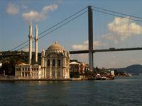 Bosporusbrücke & Moschee in der Türkei