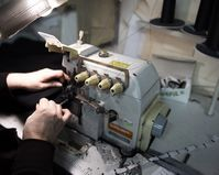 """Sieben Jahre nach Rana Plaza stürzt die Coronakrise die Näherinnen in der Textilindustrie in neues Leid - auch in Europa / Bild: """"obs/Clean Clothes Campaign - Kampagne für Saubere Kleidung/Yevgenia Belorusets"""""""