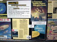Pinnwand auf einem UFO-Kongress, Frankreich, 2005