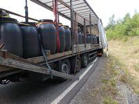 Mangelhaft gesicherte Fässer mit Tierdärmen Bild: Polizei