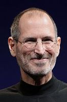 Steve Jobs bei der WWDC (2010) Bild: MetalGearLiquid, based on File:Steve_Jobs_Headshot_2010-CROP.jpg made by Matt Yohe / de.wikipedia.org