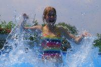 Freibad, Schwimmbad, Badespaß, Abkühlung (Symbolbild)
