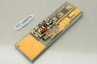 Mikro-integrierter Extended Cavity Diode Laser (ECDL) für die Spektroskopie an Rubidium-Atomen im Weltraum. Quelle: Foto: FBH/P. Immerz (idw)