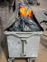 Überfüllter Abfallcontainer