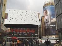 Karstadt Essen (Stammsitz) am Limbecker Platz, Neubau, rechts ehemaliges Althoff-Gebäude (abgerissen im Mai 2008)