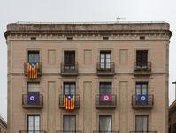 Flaggen von Befürwortern der Unabhängigkeit in Barcelona