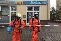 Feuerwehr im Einsatz nach Anschlag auf AfD-Bürgerbüro in Falkensee.