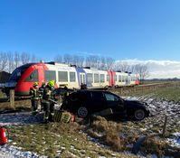 PKW kollidiert mit Zug der Nordbahn. Bild: Bundespolizei