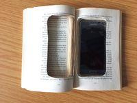 Foto: Buch mit Handyversteck