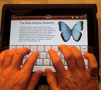 TouchFire: Silikonmatte macht Onscreen-Keyboard fühlbar. Bild: touchfire.com