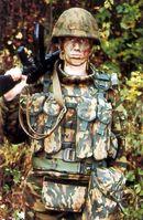 Russischer Soldat mit Ausrüstung