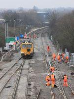 Verlegen von neuen Schienen, Eisenbahnbau (Symbolbild)