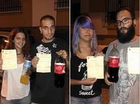 Präsentieren die Strafzettel und das corpus delicti: Laura Esaram und ihre Freunde. Bild: Facebook