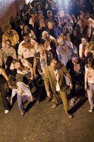 Statisten eines Zombie-Films während des Drehs von Meat Market 3. Bild: Joel Friesen