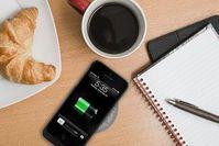 Handy-Laden auf Matte: Technologie-Kombination hilft. Bild: chargespot.ca