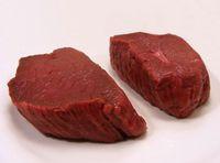 Zwei rohe Stücke Fleisch