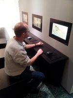 Am Informationskiosk im Museum für Antike Schiffahrt können sich Besucher künftig über die Kosten römischen Transports informieren und vergleichen, welche Handelswege in römischer Zeit günstiger waren. Quelle: Foto: RGZM / A. Mees (idw)