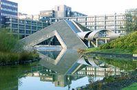 Verteidigungsministerium: Hauptdienstsitz des Ministeriums auf der Bonner Hardthöhe Im Vordergrund die Pyramide (Kantine)