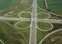 Typisches Kleeblatt-Autobahnkreuz