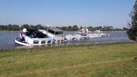 In Höhe der Ortschaft Spellen havarierte der Frachter Bild: Feuerwehr Voerde (ots)