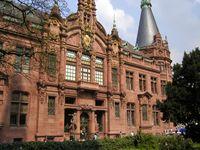 Die Universitätsbibliothek, das Wahrzeichen der Universität Heidelberg. Die RKU gehört zu den ältesten und angesehensten Universitäten der Welt.