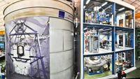 XENON1T im LNGS: rechts das Gebäude, das die Xenon-Aufbereitung sowie die Experimentsteuerung und Datenerfassung beherbergt, links der große Wassertank, in dessen Mitte der Detektor installiert ist. Quelle: XENON Collaboration (idw)